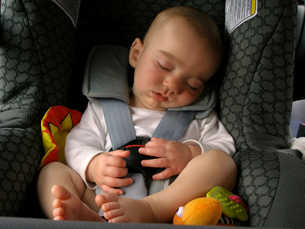 Cat de sigure sunt scaunele auto copii?
