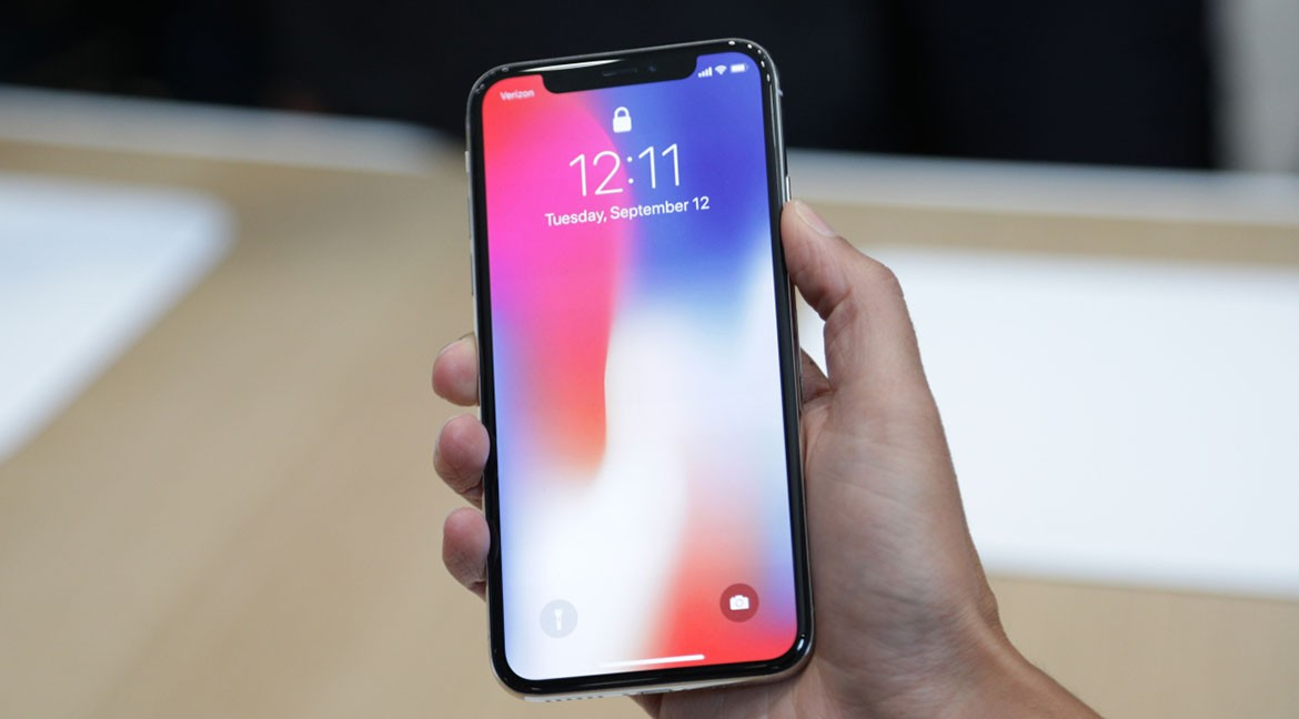 Cand poate ajunge iPhone X in service?
